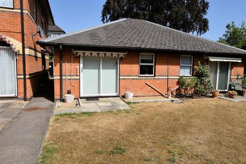 1 bedroom semi-detached bungalow for sale - Windsor Court, Reading