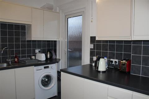 1 bedroom house share to rent - High Road, London