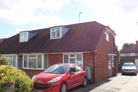 3 bedroom detached bungalow for sale - Mill Way, Feltham