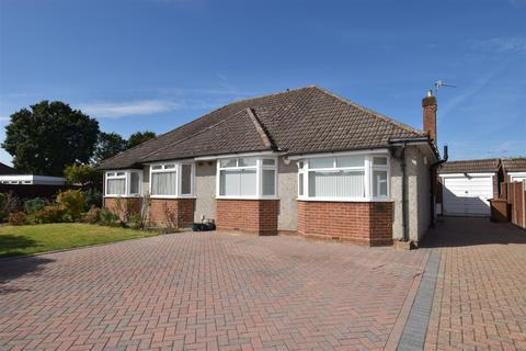 2 bedroom semi-detached bungalow to rent - Blundell Avenue, Horley