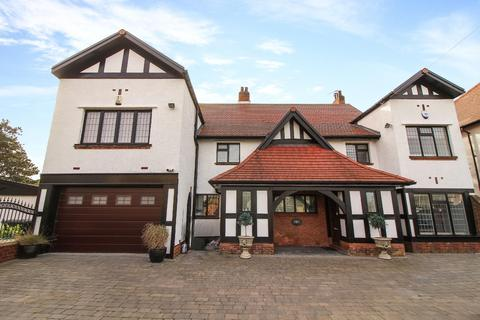 5 bedroom detached house for sale - Beverley Park, Whitley Bay
