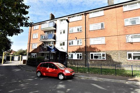 1 bedroom flat for sale - Rose Gardens, Feltham, Middlesex, TW13