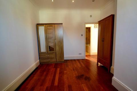 3 bedroom flat to rent - Radbourne Avenue, Ealing