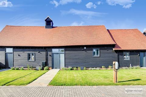 3 bedroom barn conversion for sale - Sewardstone Road, London, Greater London. E4