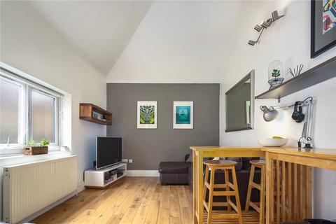 2 bedroom flat for sale - Tanners Mews, London, SE8