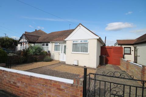 2 bedroom bungalow for sale - Parkfield Crescent, Feltham, TW13