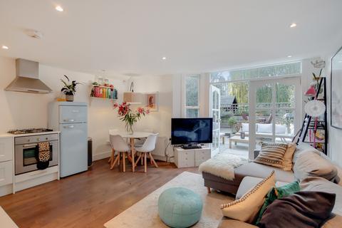 2 bedroom ground floor flat for sale - Holmewood Road, London SW2