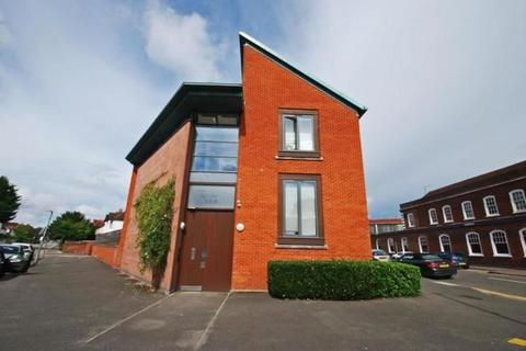 1 bedroom flat for sale - Baring Road, Beaconsfield, Buckinghamshire, HP9 2NA