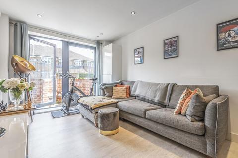 1 bedroom flat for sale - Hemans Street, Battersea