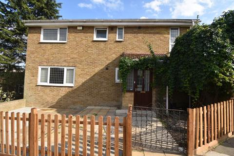 5 bedroom detached house to rent - Strandfield Close London SE18