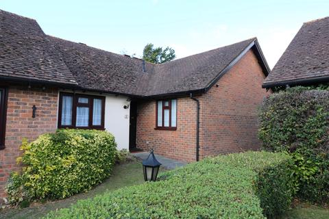 2 bedroom bungalow for sale - Harvest Close, Lindfield, RH16
