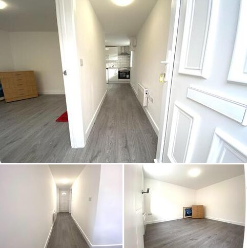 Studio to rent - Charlton Road, Enfield N9