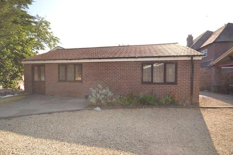 2 bedroom detached bungalow to rent - Kenilworth Road, Coventry CV3 6PH