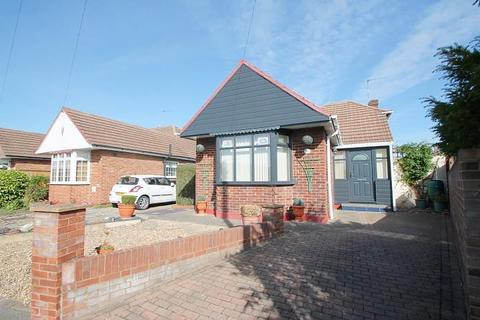 2 bedroom detached bungalow for sale - Brook Close, Stanwell, TW19