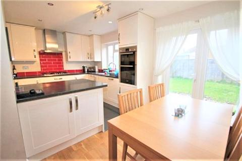 3 bedroom semi-detached house - Stanwell Gardens, Staines TW19