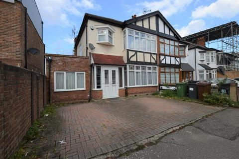 4 bedroom terraced house to rent - Normanshire Drive, Chingford