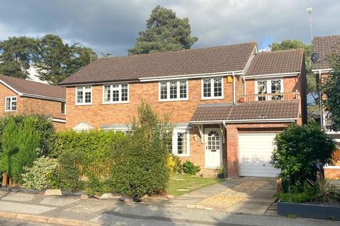 4 bedroom semi-detached house for sale - Blackbird Close, Poole, BH17 7YA