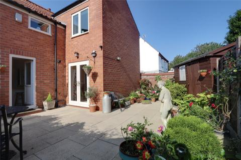 4 bedroom semi-detached house - Lairgate, Beverley, East Yorkshire, HU17