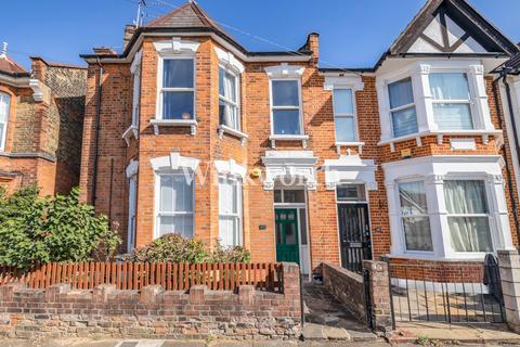 3 bedroom flat - Meads Road, London, N22
