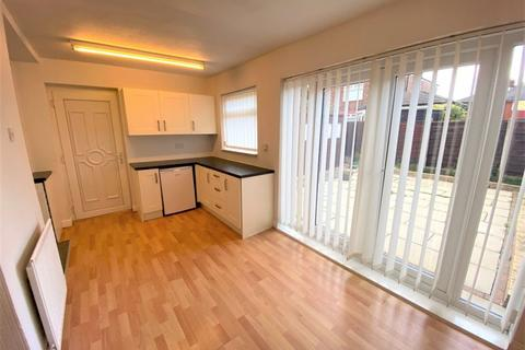 2 bedroom semi-detached house to rent - Orama Avenue, Salford
