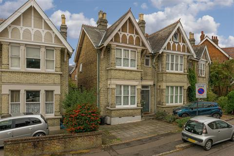 3 bedroom house for sale - Fengates Road, Redhill