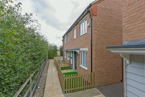 3 bedroom end of terrace house for sale - Bewick Walk, Iwade, Sittingbourne