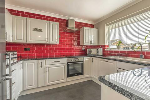 2 bedroom bungalow for sale - Pluckley Gardens, Margate