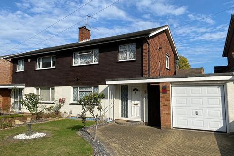 3 bedroom semi-detached house for sale - Oakhall Drive, Sunbury on Thames, TW16