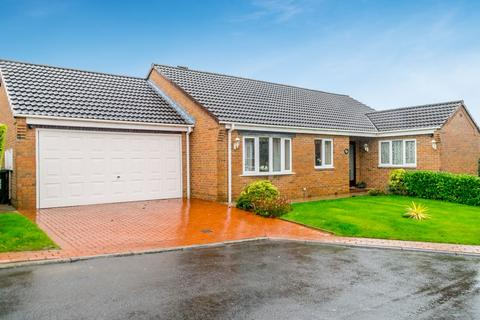 3 bedroom detached bungalow for sale - Hill Top Gardens, Tingley, Wakefield