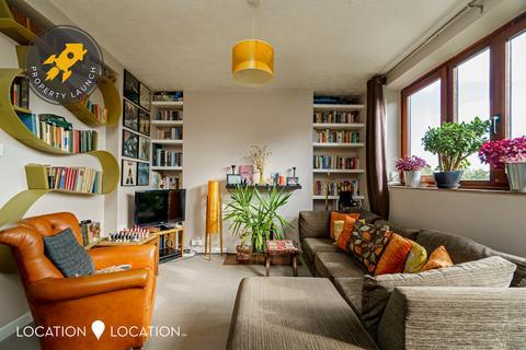 2 bedroom flat for sale - Shelly House, Shakspeare Walk, N16