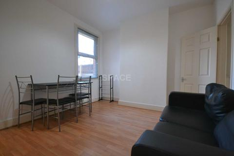 4 bedroom terraced house to rent - Filey Road, Reading, RG1 3QG