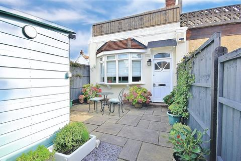 1 bedroom end of terrace house for sale - North Lodge Road, Penn Hill, Poole