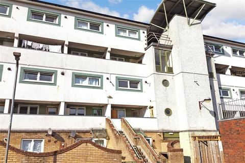 2 bedroom flat for sale - Copperfield, Chigwell, Essex