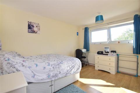 2 bedroom flat - Copperfield, Chigwell, Essex