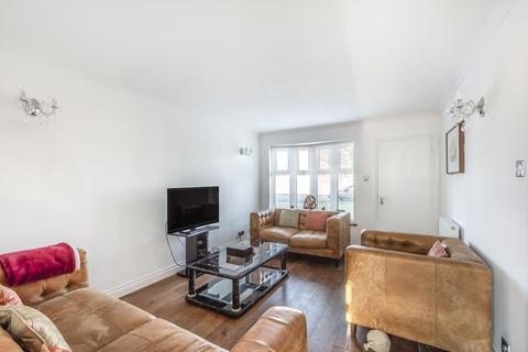4 bedroom semi-detached house for sale - Elham Way,  Aylesbury,  HP21,  Buckinghamshire,  HP21