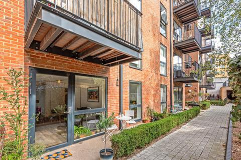 1 bedroom flat for sale - Carney Place, Brixton