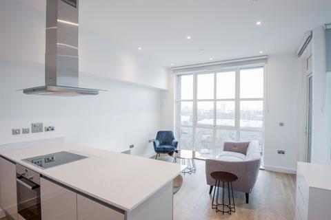 Studio to rent - Porters Edge