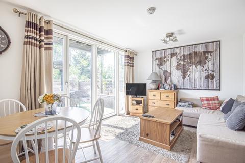2 bedroom flat to rent - Blondin Way London SE16