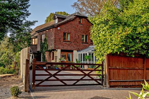5 bedroom detached house for sale - Chislehurst Road, Bickley, BR1