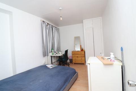 1 bedroom flat share to rent - Weddell House, Duckett street, Stepney Green, London E1