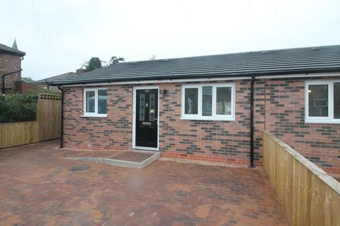2 bedroom bungalow to rent - Limeside Road, Oldham, OL8
