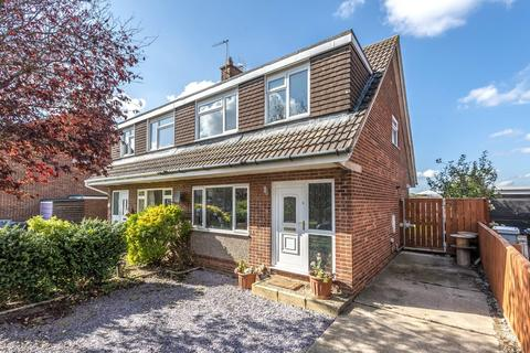 3 bedroom semi-detached house for sale - Lynden Avenue, Gonerby Hill Foot, NG31