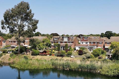 3 bedroom semi-detached house for sale - Ashurst Drive, Shepperton, TW17