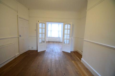 4 bedroom terraced house to rent - AVAILABLE FOR A SHORT 12 MONTH LEASE ONLY - 4 Bedroom House Redecorated throughout - Colchester Road, Southend On Sea