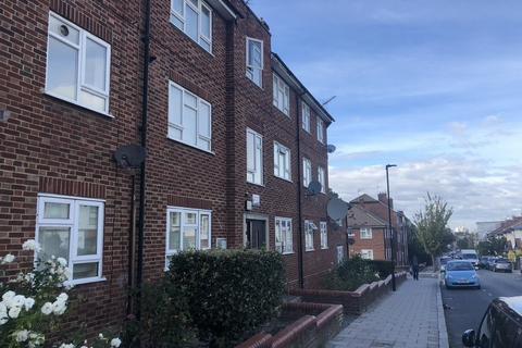 3 bedroom flat for sale - Lyham Road, London
