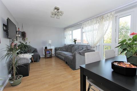 3 bedroom flat for sale - Bounces Road, London, N9