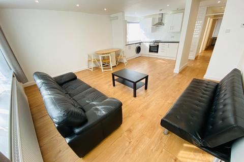 3 bedroom flat - Avenue Road, Clarendon Park, Leicester