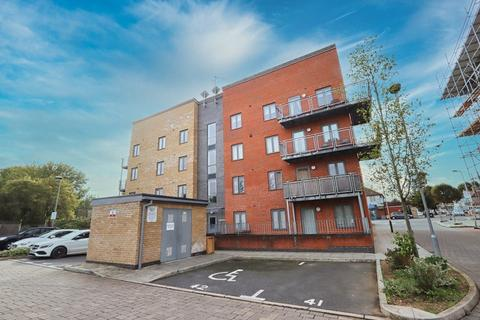 2 bedroom flat for sale - Raven Close, Romford, RM7