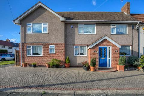 5 bedroom semi-detached house for sale - Mowbrays Road, Collier Row, Romford, Essex, RM5 3EL