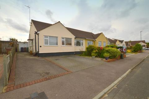 2 bedroom bungalow for sale - The Furrows, Warden Hills, Luton, Bedfordshire, LU3 2LF